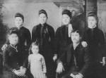 Front: Clara (1866-1942, m. Joe Gunsett) , Mollie (1883-1955, m. Theodore Hofmann), Henry (1867-1952, m. Louise Maria Schumm); Back:Hanna (1868-1958, m. Peter Scare), Lizzie (1870-1951, m. John Scaer), Sophie (1871-1927, m. Herman Gunsett), Emma (1874-1963, m. Burton Balyeat)
